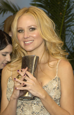 jewelcmawireimage Celebrity Nail Watch   CMAs
