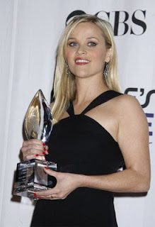 resse witherspoon peoples choice awards red Celebrity Nail Watch 1 9 09