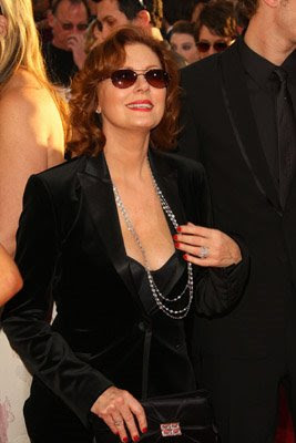 red nails susan sarandon golden globes 2009 Golden Globe Nail Watch   Red & Vampy Ladies