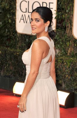 vampy nails salma hayek golden globes 1 Golden Globe Nail Watch   Red &amp; Vampy Ladies