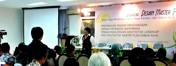 A Brief Speech before Singing: the 2010 Kebun Raya Ambassador Ikang Fawzi