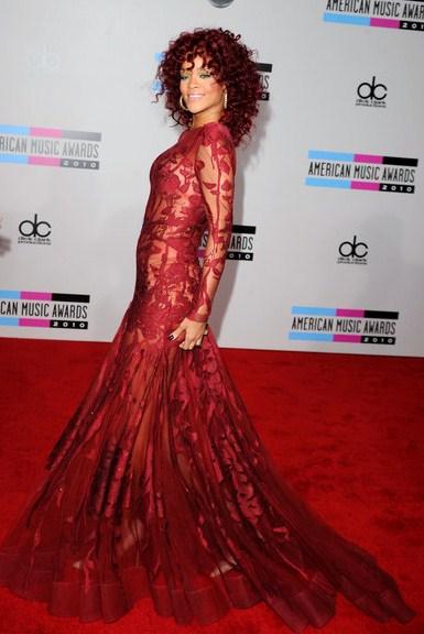 rihanna pink hair. rihanna pink hair 2010.