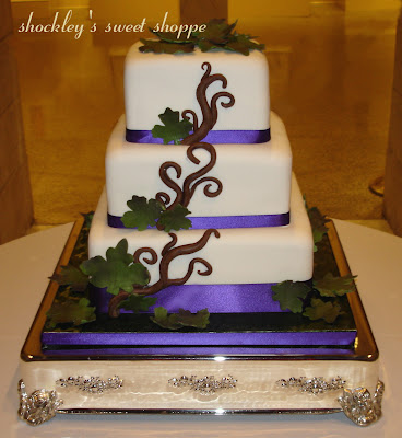 Snuggle\'s blog: This gorgeous first wedding cake with green roses ...