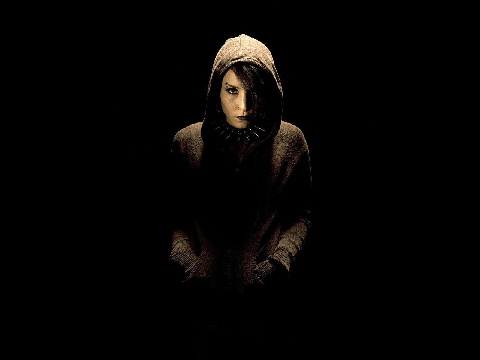 http://1.bp.blogspot.com/_8GJbAAr1DY8/TPBl7IaYOrI/AAAAAAAACGs/sizZd9BalnM/s1600/Noomi_Rapace_01.jpg