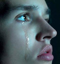 أريد أن أبكى ولكن أخشي أن تفضحنى دموعى