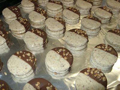 Haselnussplätzchen (a.k.a. German Hazelnut Cookies)