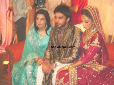 Imran Abbas And His Wife http://www.showbizpakblog.com/2009/09/zara-theher-jao-on-sets.html