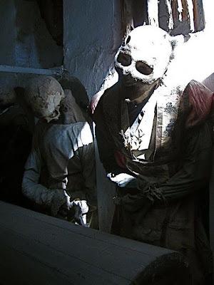 http://1.bp.blogspot.com/_8JMgjANXp6M/TLBwK1eX4_I/AAAAAAAAC3M/MJqPxeN3Vho/s400/catacombs_14.jpg