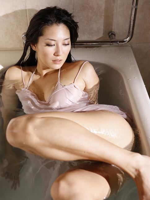 http://1.bp.blogspot.com/_8K6OZ7c_0sw/TOtRmPWCnUI/AAAAAAAABNU/Yym0NInstow/s1600/Mari-Abe-3.jpg