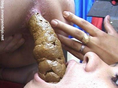 chicas comiendo mierda: