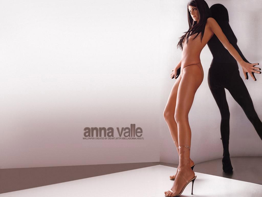 http://1.bp.blogspot.com/_8KsqfrmHJBM/THNAz4UYBII/AAAAAAAAC6g/fWb2zP84Ems/s1600/anna-valle-micro-bikini2.jpeg
