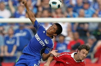 Sunil Chhetri of Kansas City Wizards against Mancher United