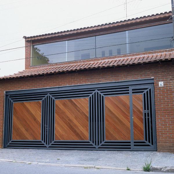 Portão de metalon com madeira