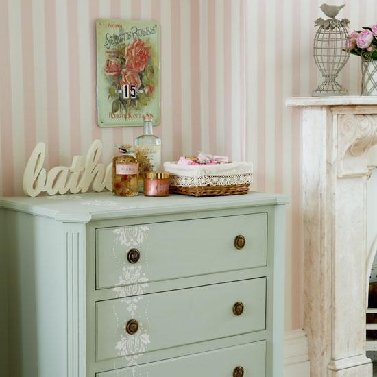 http://1.bp.blogspot.com/_8NQrGDOR4NM/TIC4nYClgGI/AAAAAAAAEZU/uI35UIbnsJs/s1600/bathroom-storage8.jpg