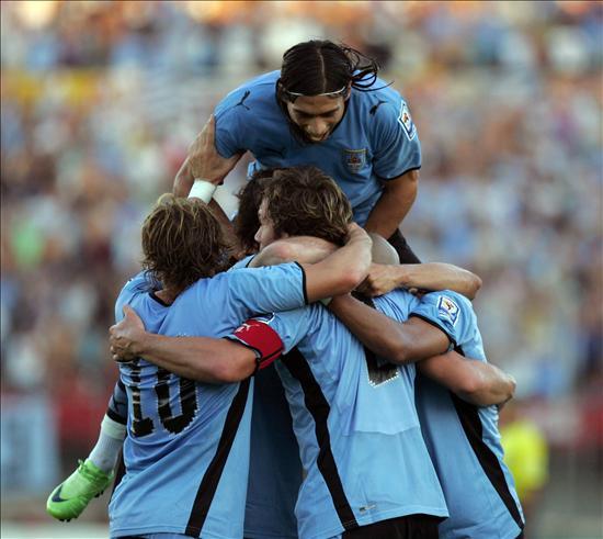 (Asociación Uruguaya de Fútbol) 5243cf8b7a9d1