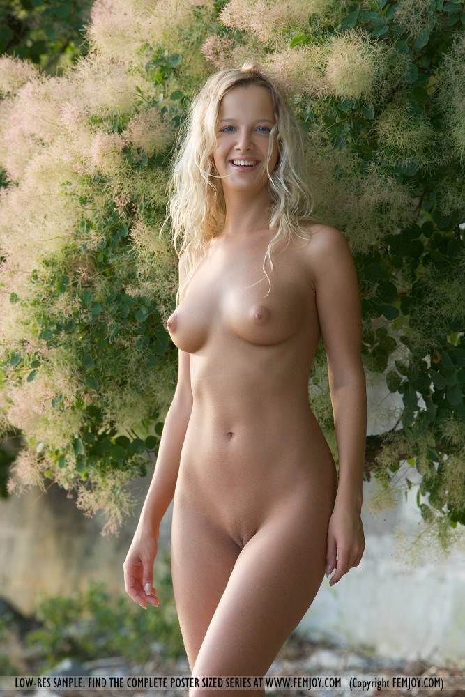 free nude naturally hot women