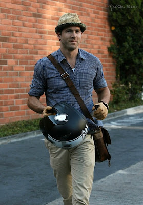 Ryan Reynolds Motorcycle on Ryan Reynolds Unterwegs In L A