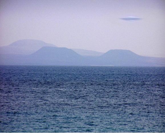 [UFO-June-2004-Island-of-Lanzarote-Canary-Islands-Spain-ovni.jpg]