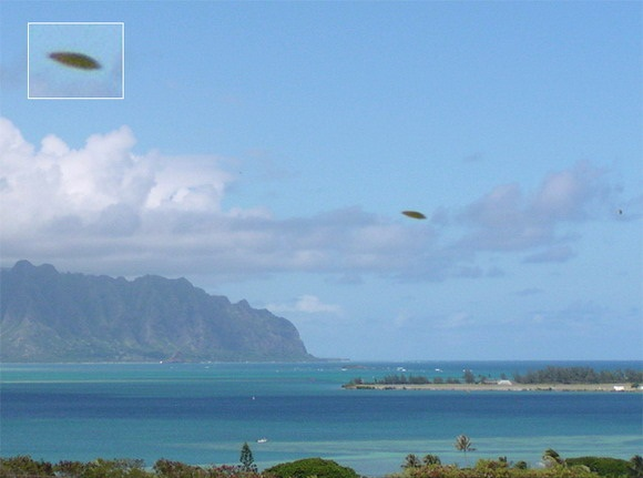 [UFO-October-21-2004-Kaneohe-Bay-Hawaii-USA.jpg]