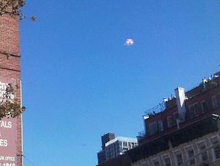 Des Ovnis dans le ciel de New York ! Nombreux témoins Chelsea+UFO