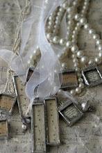 Vackra handgjorda vintage smycken a la shabby chic finns att köpa på Unik kollektion!!