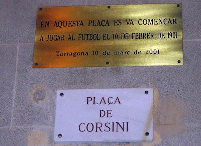 Plaça de Corsini, placa del primer partido de fútbol
