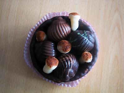 caracoles y perretxikos de chocolate y mazapán de Vitoria-Gasteiz
