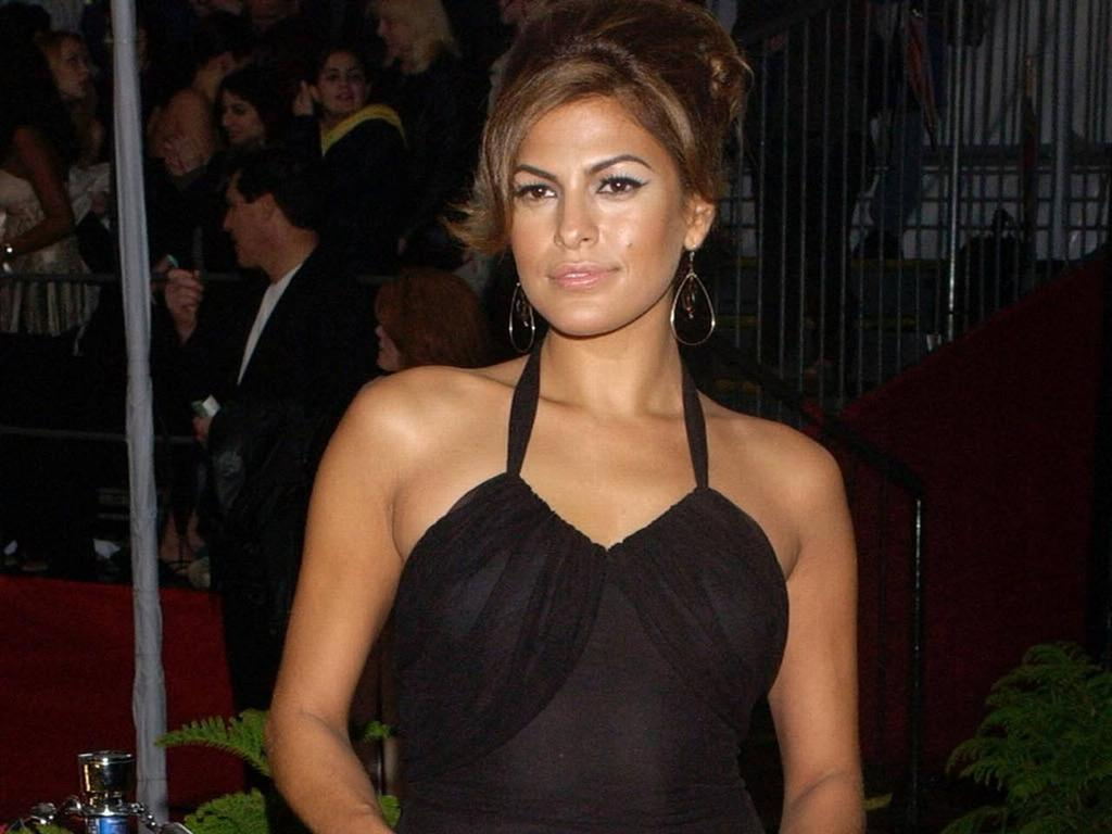 Can Eva mendes giving a handjob naked turns out?