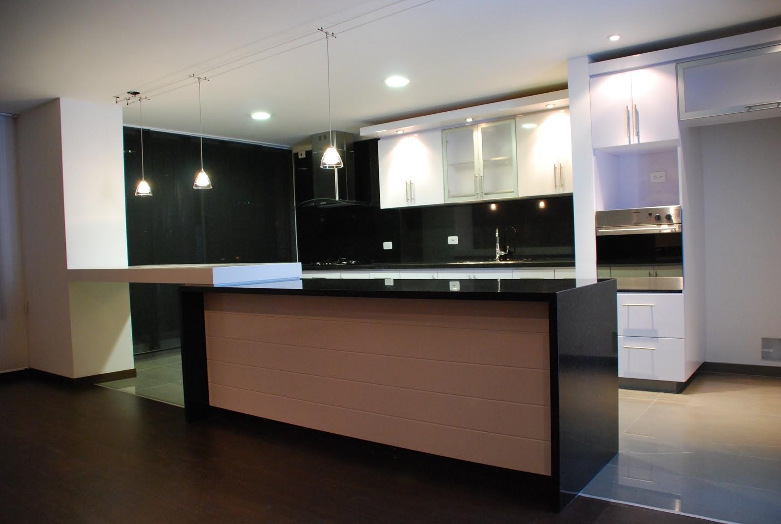 I g a cocinas y carpinteria cocina integral con puertas for Cocinas de granito negro