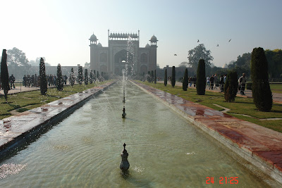 Fountains in front of the Taj