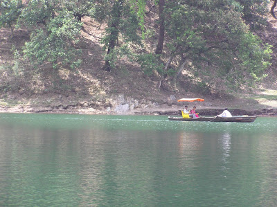 Leisure on the lake in Saatal