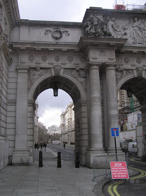 A view of the Admiralty Arch in London