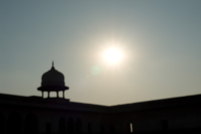 Diffused photo of the sun over the Agra Fort