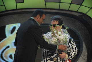 Abhijeet da giving bouquet to Bappi da