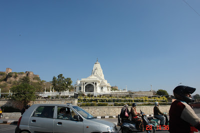 Photo of Traffic in front of the Birla Mandir in Jaipur