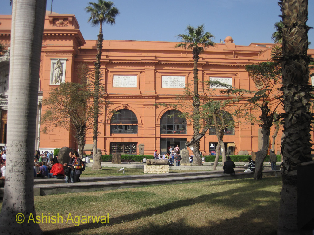 The structure of the Egyptian museum in Cairo, through the bars surrounding the building