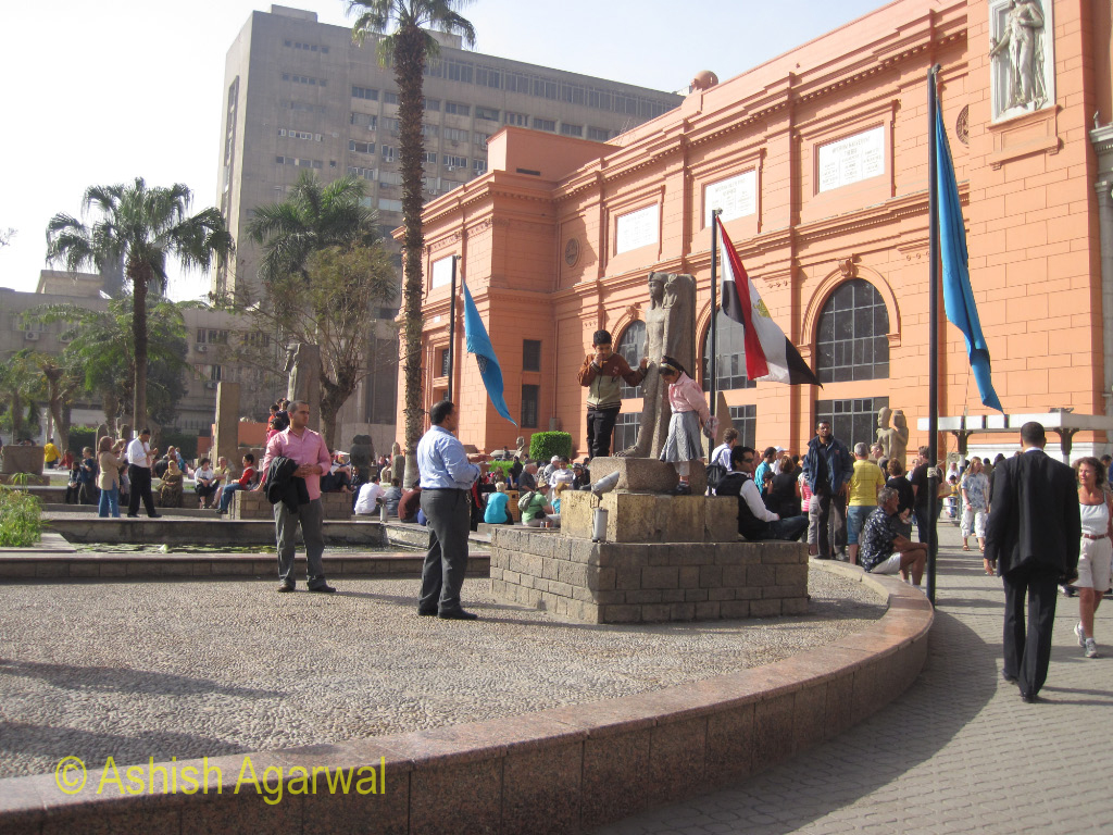 The building of the Egyptian Museum and the view in front