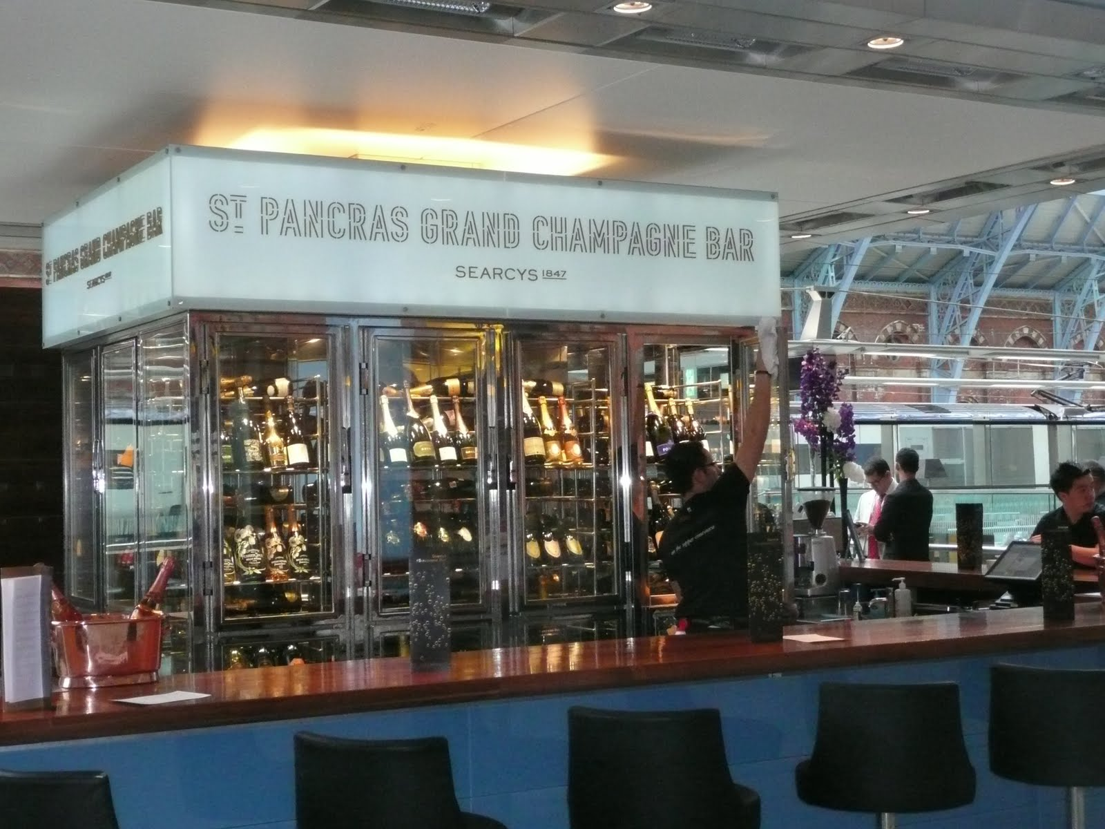 Schiller wine the amazing champagnes of the st pancras for Bar a champagne saint etienne
