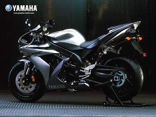 Yamaha R1 2004 Free Wallpapers