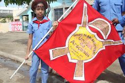 Pequena bacamarteira de araçoiaba com bandeira do grupo.