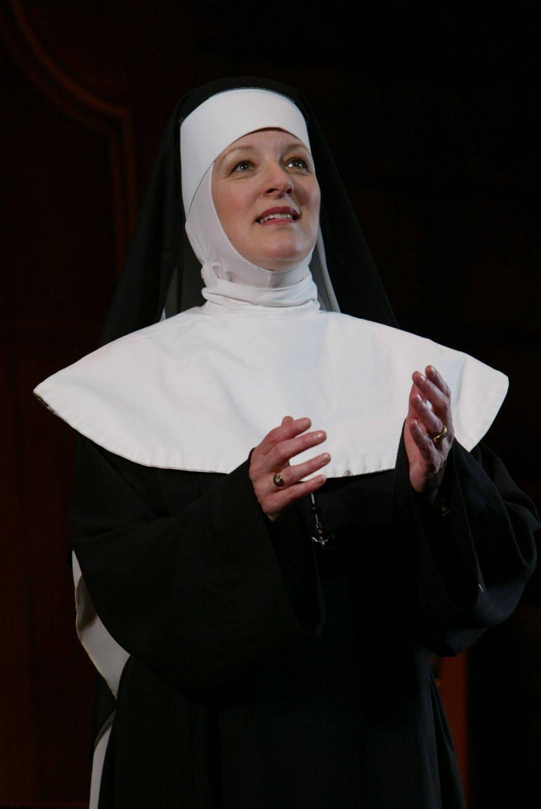 [singing+nun.jpg]