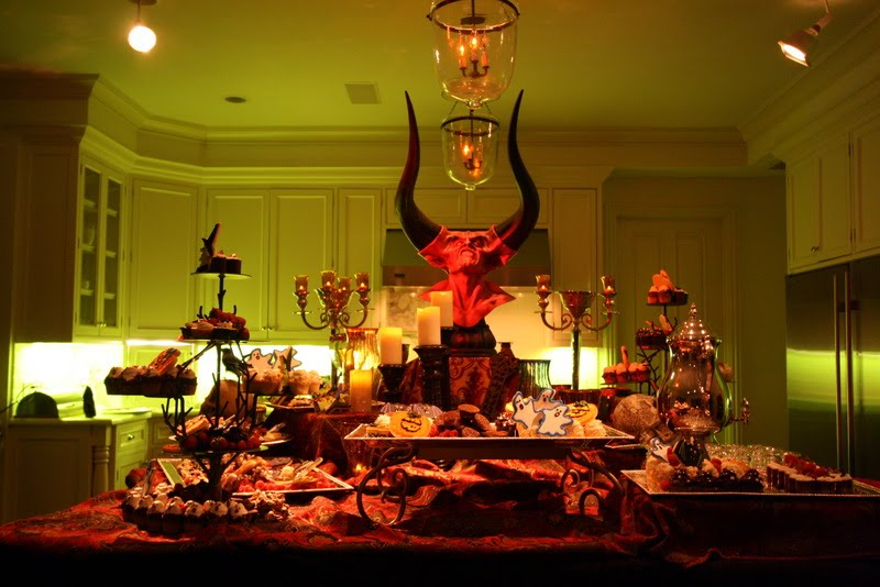 Halloween On Pinterest Vintage Halloween Party And Buffet Table