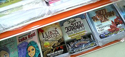 http://1.bp.blogspot.com/_8WAr1yHNOaM/TT2p68f0-hI/AAAAAAAABtY/NtSA4JnH6zY/s1600/Pustaka+Muda+18.jpg
