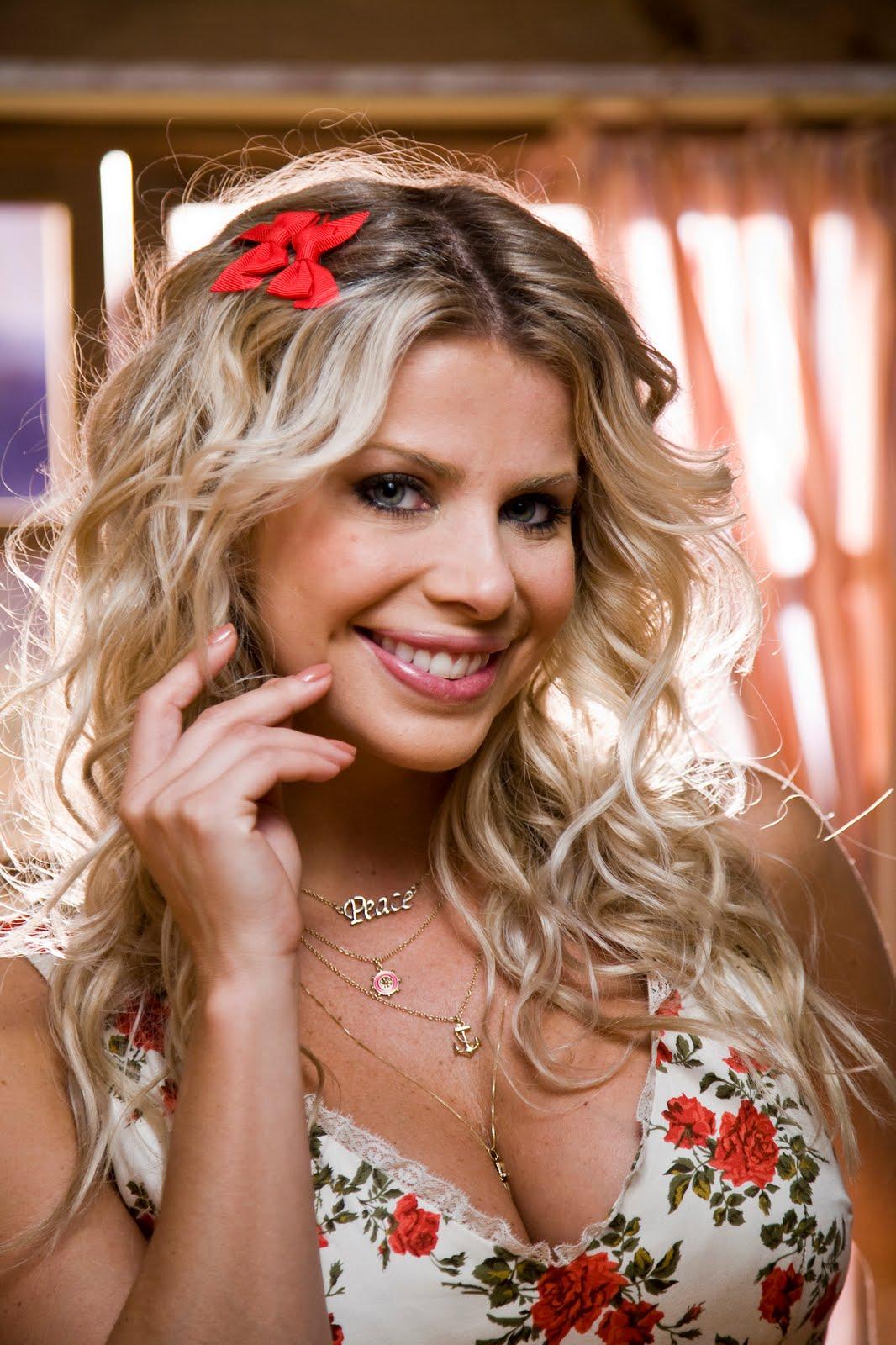 http://1.bp.blogspot.com/_8WgBL3vP450/TDcwz5aA2qI/AAAAAAAABdU/ru-ViVyAGVU/s1600/Karina_Bacchi.jpg
