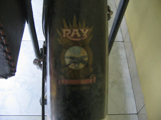 Logo RAY belakang