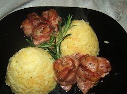 Rozmaringos csirkemáj bacon-be tekerve