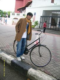 ekonom dan sepeda tua
