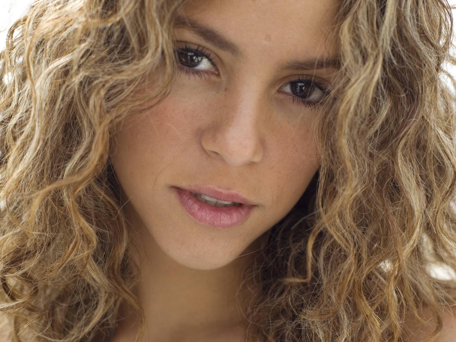 http://1.bp.blogspot.com/_8_CLn-I1Tfc/TSAf5_G-zII/AAAAAAAAALk/kY6tmK6rptE/s1600/Shakira+Mebarak+photo+shoot.jpg