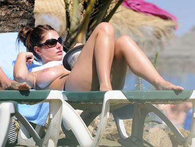 lucy pinder topless beach