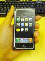 Apple iPhoneペーパークラフトを糊付けして完成の巻。
